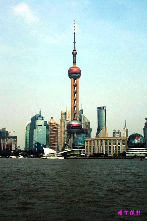 先去了东方明珠塔,上海东方明珠广播电视塔坐落于上海浦东新区陆家嘴