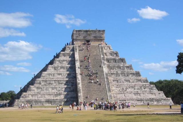 气势恢宏的金字塔和雕工