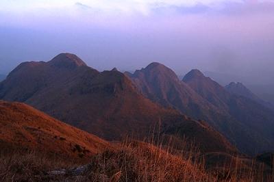 厦门可直接车行至江山风景区的石山园,接下去就是徒步的路程了.