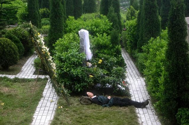 陈琳跳楼的现场惨照_陈琳自杀的尸体图片,陈琳自杀图片,陈琳自杀图片
