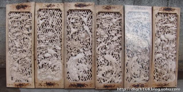 剑川木雕格子门一般以4扇或6扇为一堂