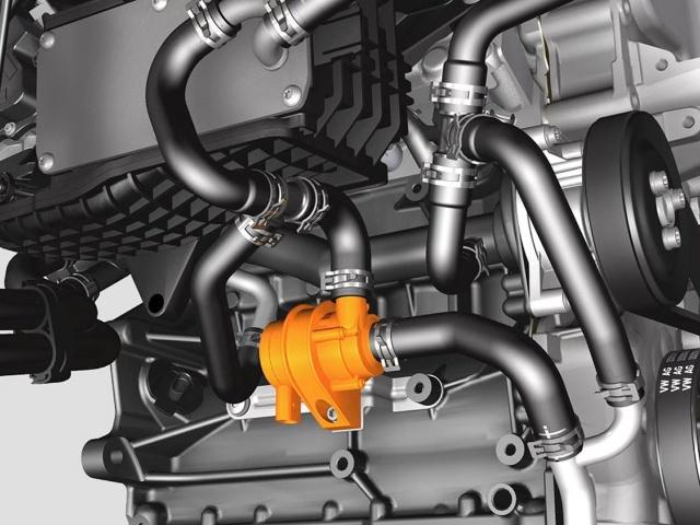 熄火后继续为涡轮降温的冷却液续动泵   二是搭载在速腾1.4TSI+DSG的涡轮,是完全用不着在停车时用怠速进行冷却的,因为在新一代的发动机上,加装了一个类似于电子风扇的熄火后用电能对涡轮进行冷却的装置,所以杜绝了散热不尽,使涡轮轴承因润滑油烧干而受损的故障。并且新一代的TSI发动机上的涡轮是免维护的,与发动机同寿命,没有额外的维修费用。   三是说到DSG的召回问题,只在欧洲的6速DSG变速箱上发生过,而在7速DSG上是从未发生过的,特别是在一汽大众的产品中从未发生过。   所以速腾1.