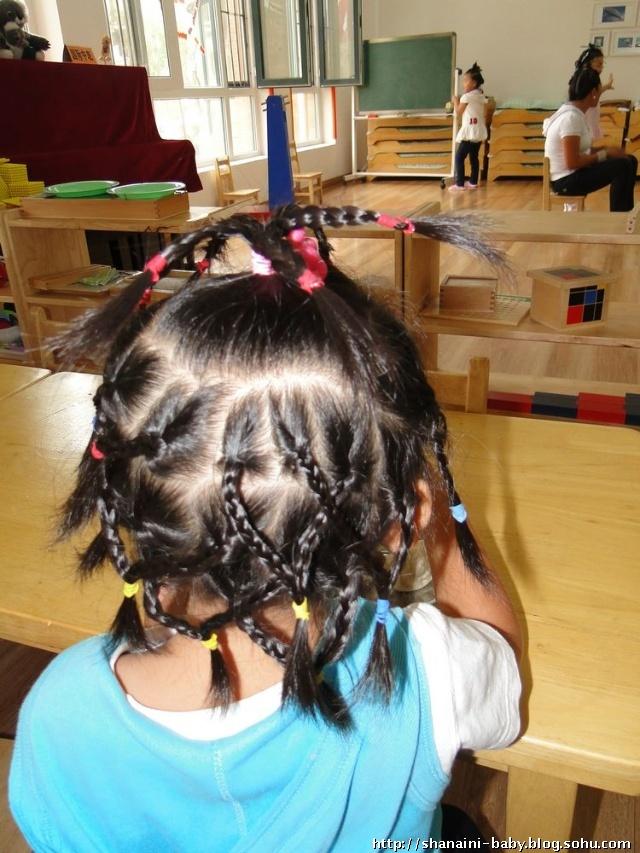 幼儿园剪头发简笔画