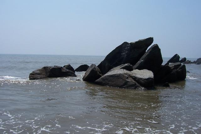 此岛非彼岛,此岛在辽宁省丹东市东港市大鹿岛村.