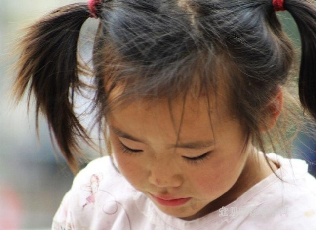 南京夫子庙卖艺儿童 组图