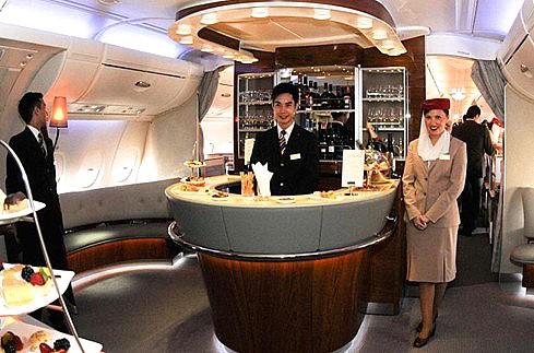 共106个座位,下层拥有420个经济舱座位,舒适度胜于其他机型.