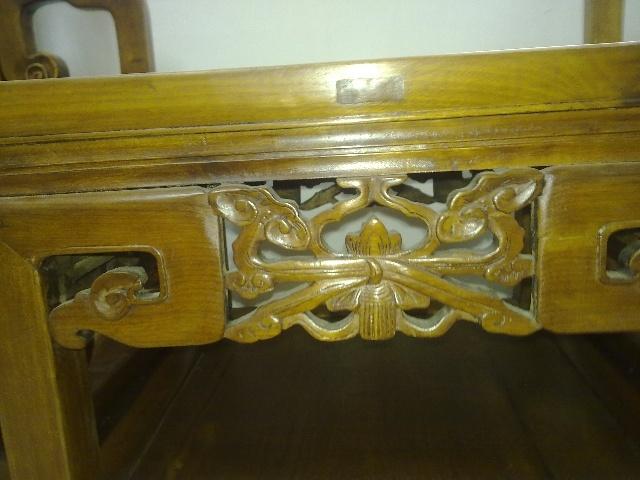 而金丝楠木属于软木,过去很少被用作高档古典家具的材料.