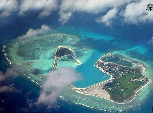 由于远离大陆人迹西沙群岛俯瞰全景罕至,所以西沙群岛四周的海水十分