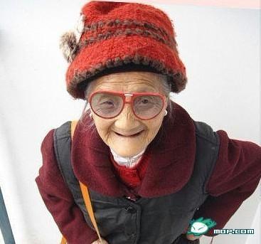 老太太zipai_重庆99岁老太太网上晒自拍照,各种萌,各种可爱有木有!
