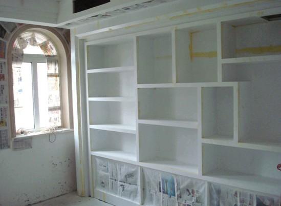里面的隔板是以后房主收藏酒,展示酒用的: