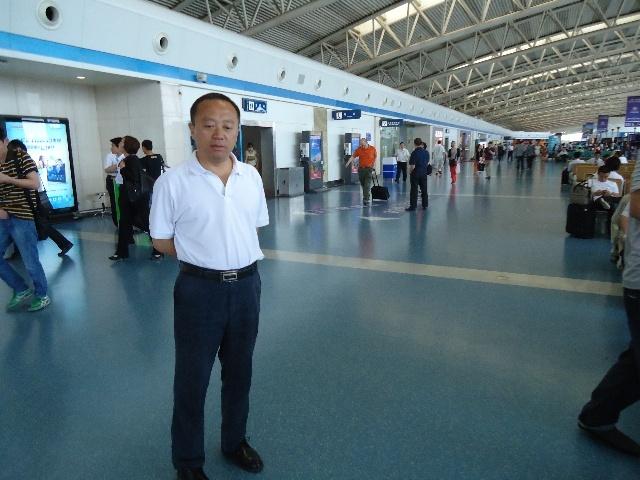 政府副旗长宁海在西安飞机场候机厅